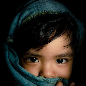 Look at me,, by Izhar  Hj.Ishak - Babies & Children Children Candids