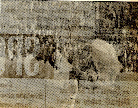 Photo: Ubačena ljubičasta dimna bomba u teren , na utakmici Orijent-Rijeka, na Krimeji 06.12.1971 godine
