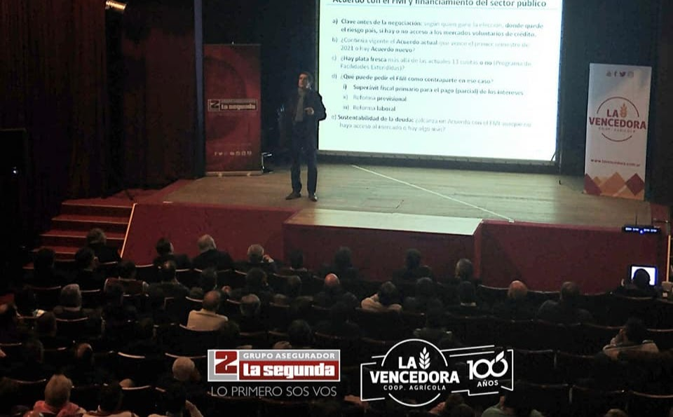 EL ECONOMISTA CARLOS MELCONIAN DISERTÓ EN HERNANDO