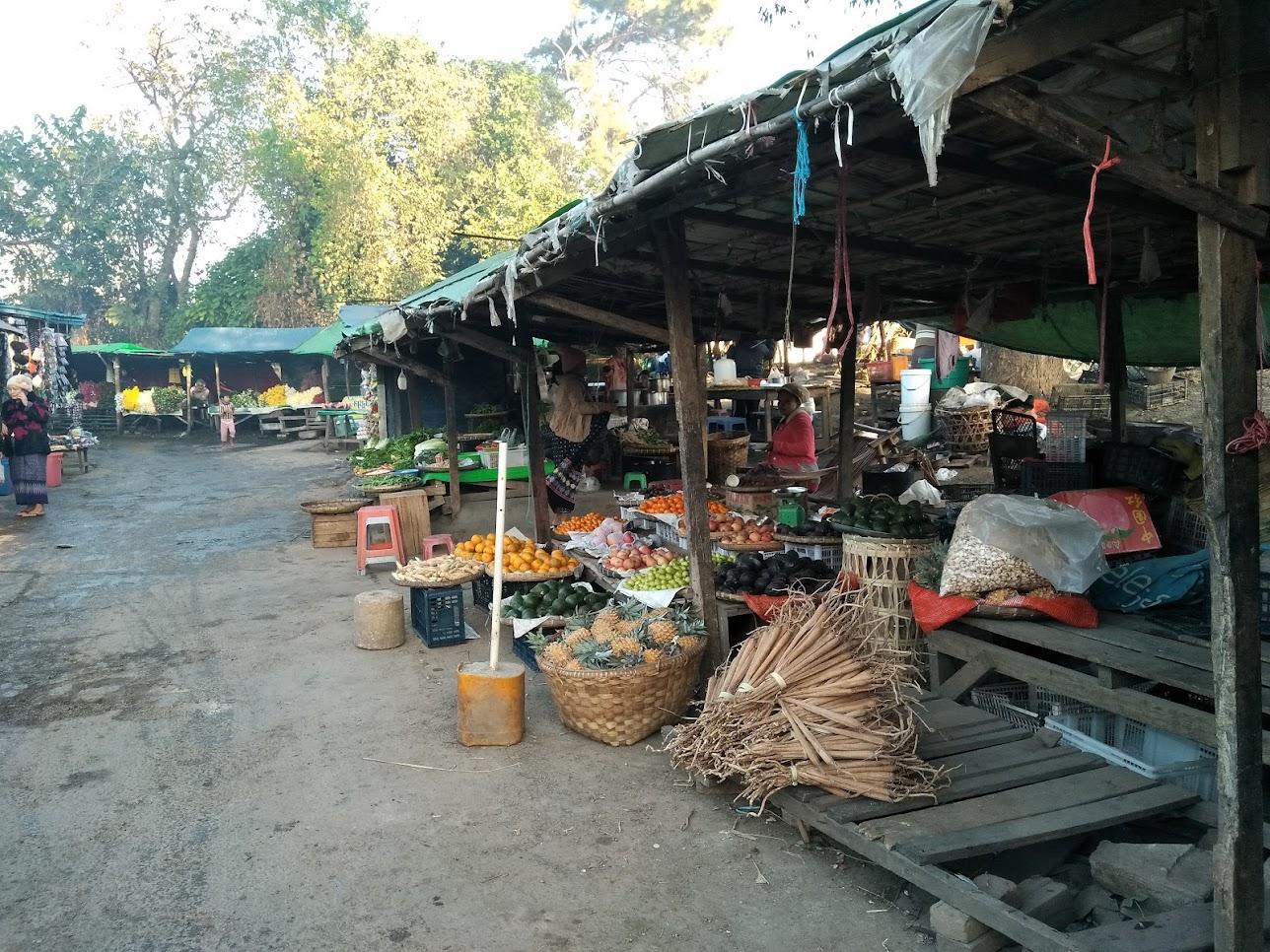 駅前のマーケット