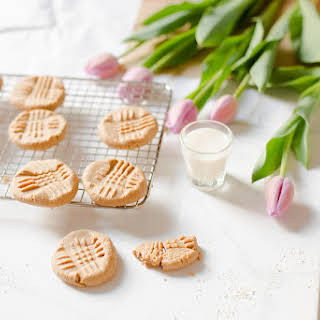 Peanut Butter Cookies with Oat Flour.