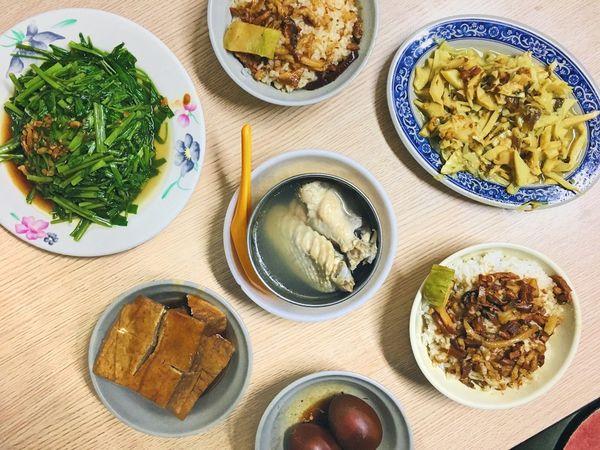 金峰魯肉飯_南門市場大排長龍的傳統魯肉飯_滿滿一桌古早味小吃超幸福