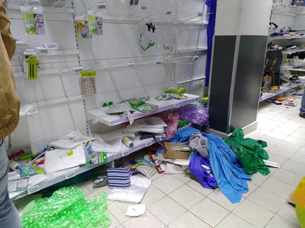 Vơ vét trong siêu thị và sự xấu hổ của người Việt