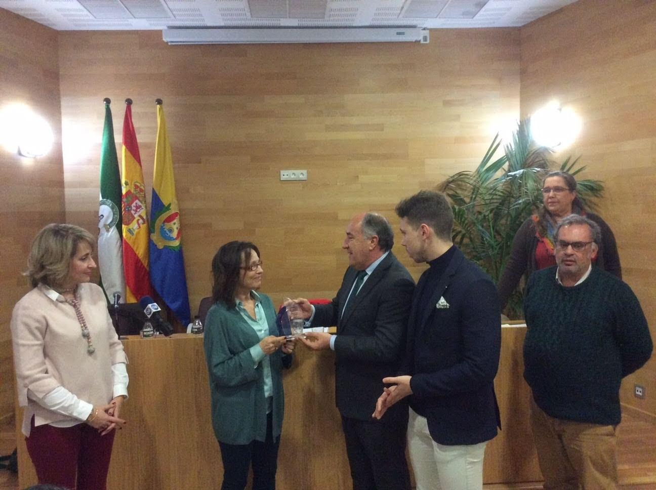 """Se entrega a la escritora Emy Luna el X Premio """"José Luis Tobalina"""" de artículos periodísticos"""