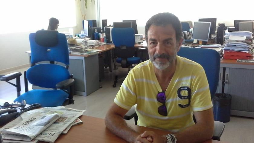 Miguel Lorente en la redacción de La Voz de Almería.