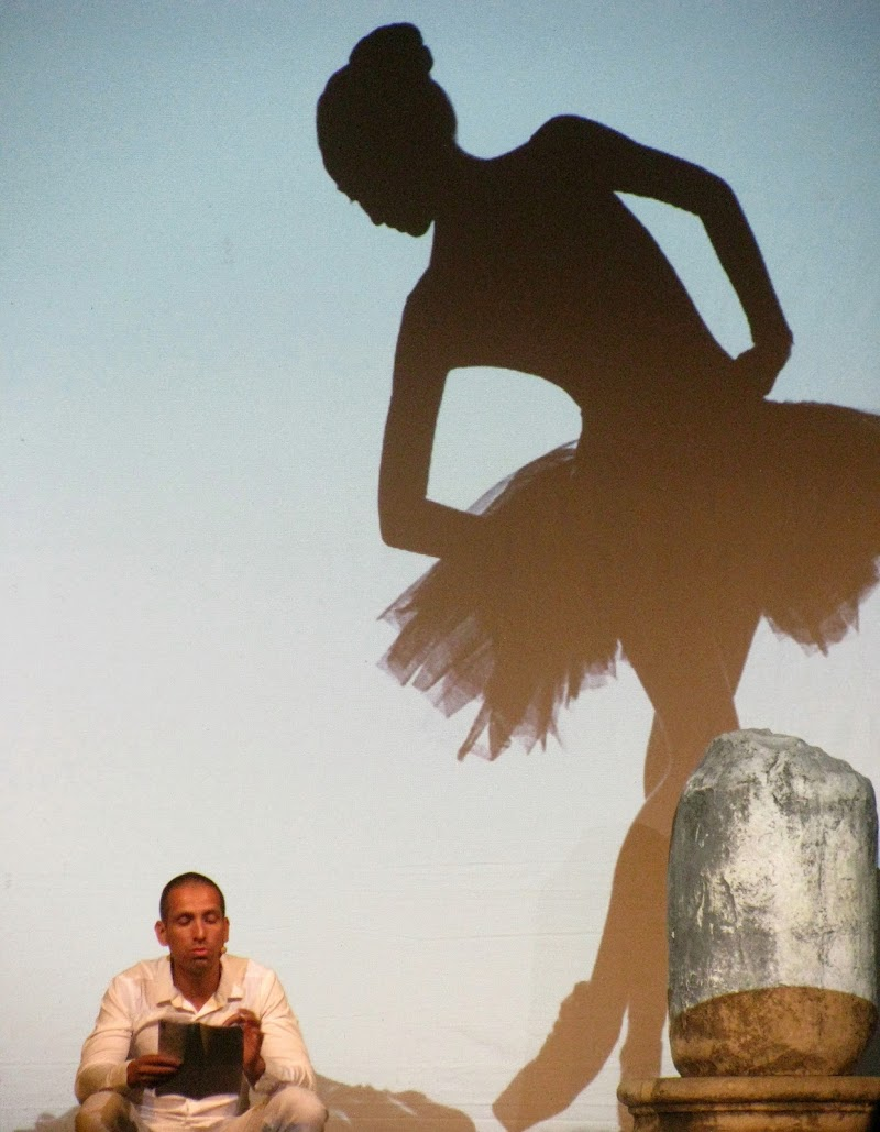 A Curious Dancer di Elisabetta Di Girolamo