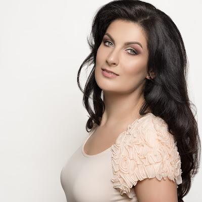 Talking with singers: Adela Zaharia