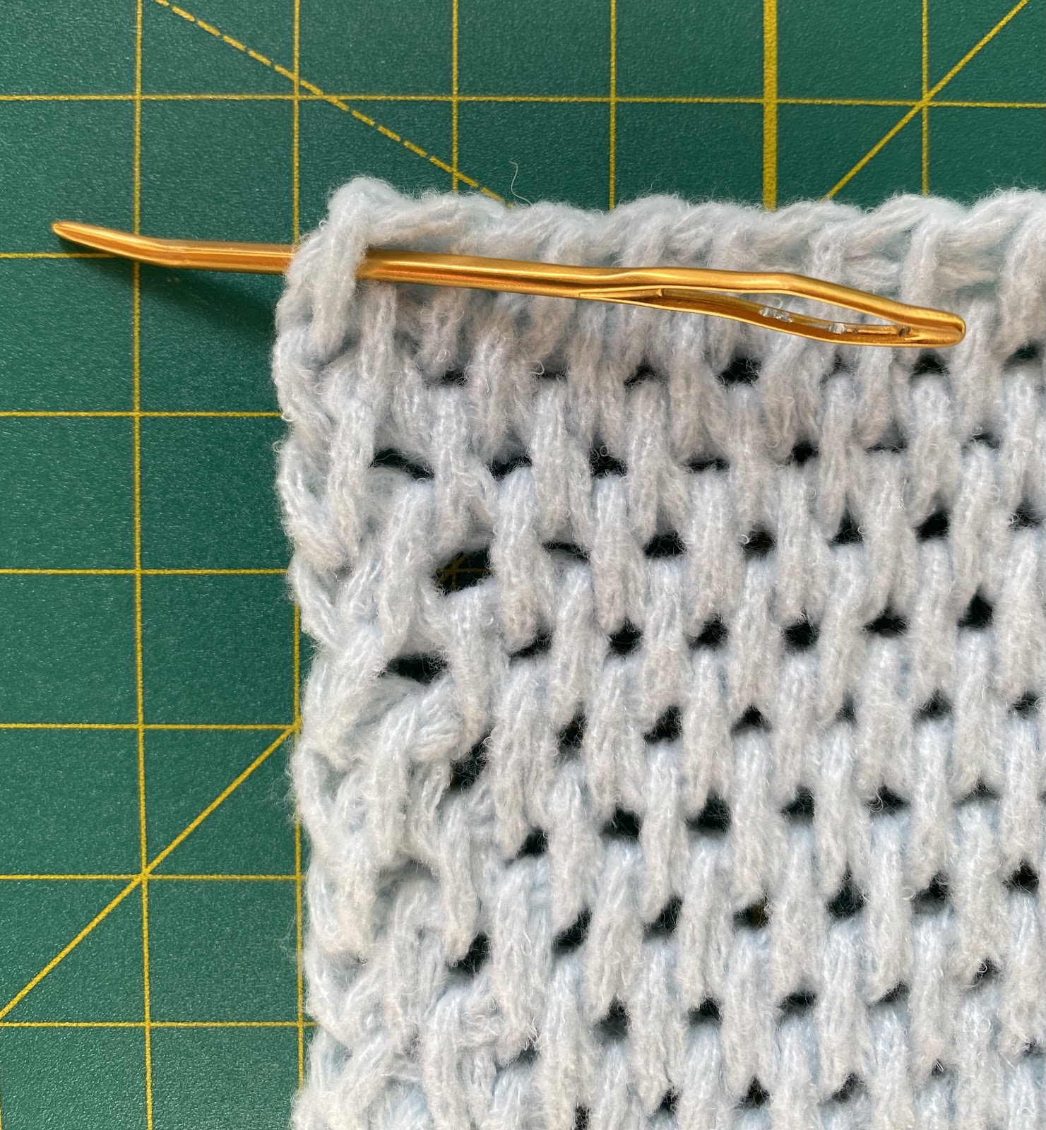 How to Crochet the easy Tunisian Full Stitch Blanket with Bobbles Free Crochet Pattern. Using Bernat Baby Blanket Yarn and a size 12mm tunisian crochet hook.