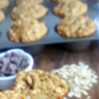 Peanut Butter Chocolate Chip Oat Muffins {HEALTHY}.