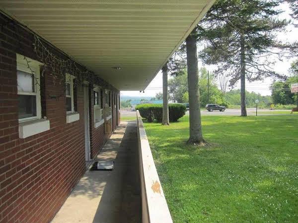 Pinecrest Motel