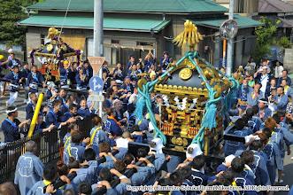 Photo: 【平成24年(2012) 本宮】  元町地区。隣町の本町の神輿と出会い、歓声を浴びる。
