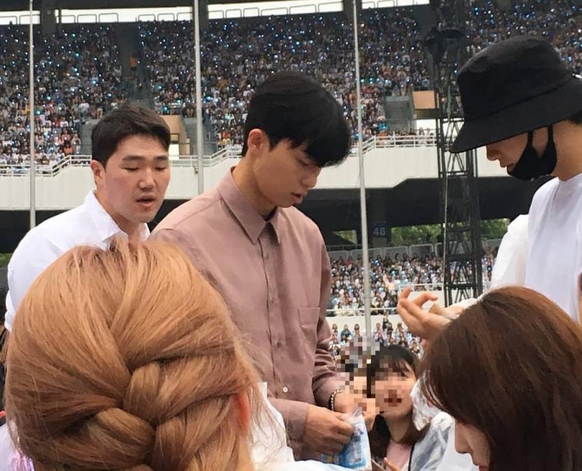 park seo jun hyung sik bts concert