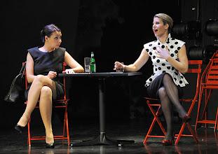 Photo: WIEN/ Kammerspiele: CHUZPE von Lily Brett. Premiere am 22.11.2012. Inszenierung: Dieter Berner. Sandra Cervik, Alexandra Krismer. Foto: Barbara Zeininger.