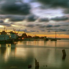 Cappa Ujung port || Location : Parepare city, Indonesia || upload bersama @instanusantara by Karaeng Caddi - Landscapes Waterscapes ( inub30130, instanusantara, instanusantarasulawesi, lovecelebes )