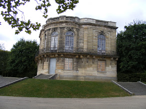 Photo: For a little side trip, I leave the park by the western gate near the Pavillon de Hanovre, which was built between 1758 and 1760 in Paris, then disassembled and rebuilt here in 1932.
