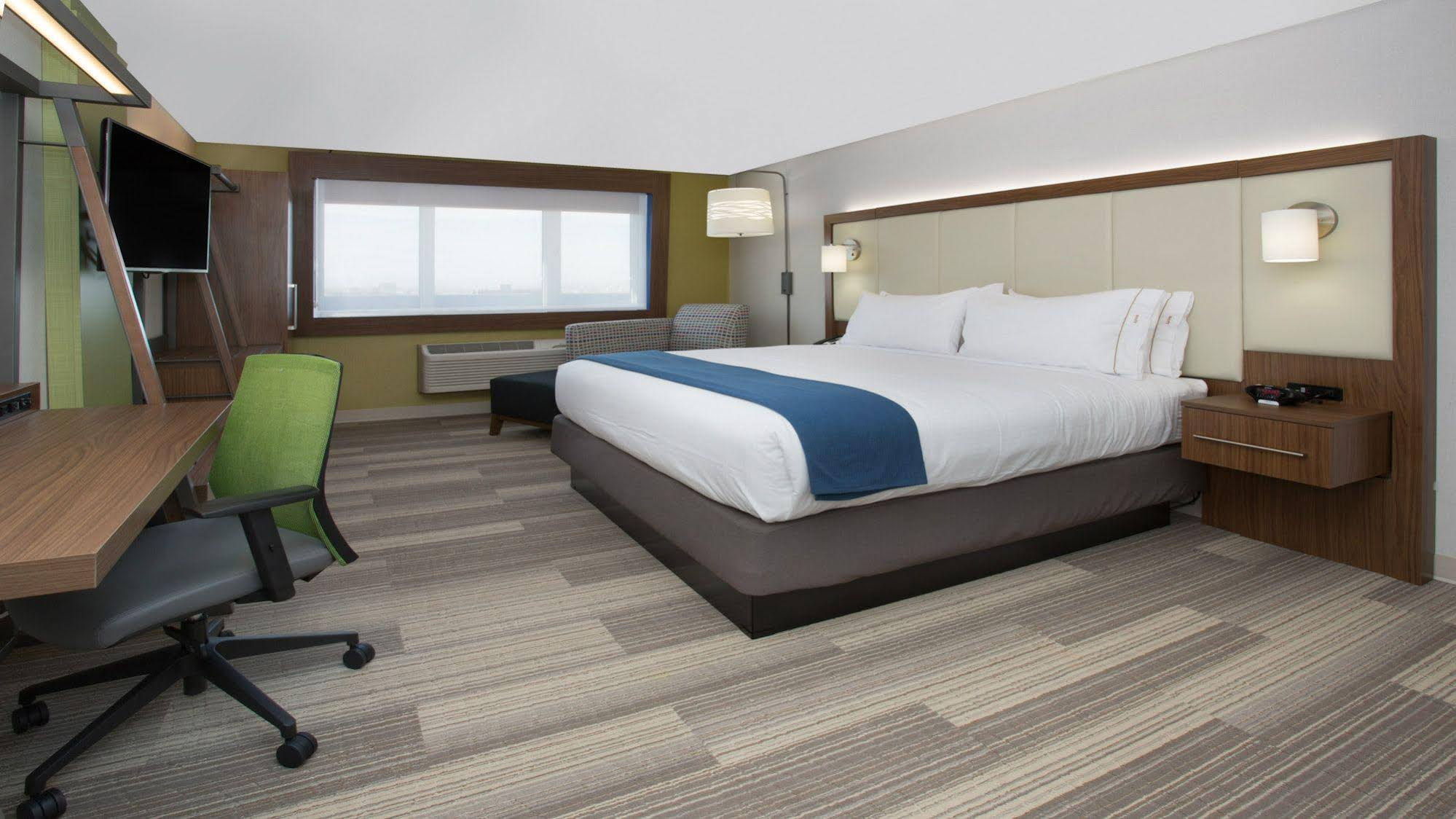 Holiday Inn Express and 38 Suites Roswell