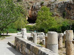Photo: 14 april Caeserea Philippi; van hieruit wandelen we naar de bronnen van de Jordaan (Banias)