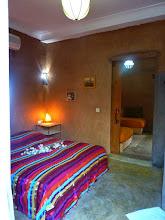Photo: Suite Taupe & Ficelle n°1 (communication chambre vers salon privé)