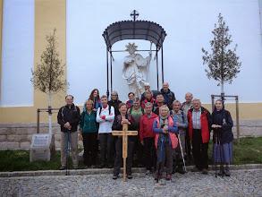 Photo: Die Gruppe beim Abmarsch von Stockerau um 7 Uhr nach dem Wallfahrersegen.