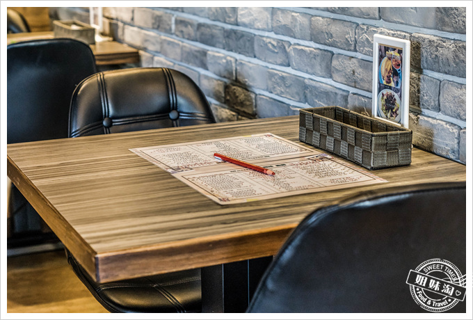 馬修咖啡廚房桌椅環境