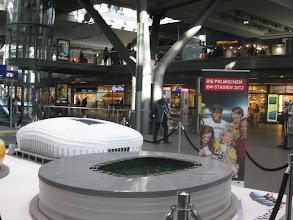 Photo: Na Hauptbahnhof reklamują się polskie stadiony