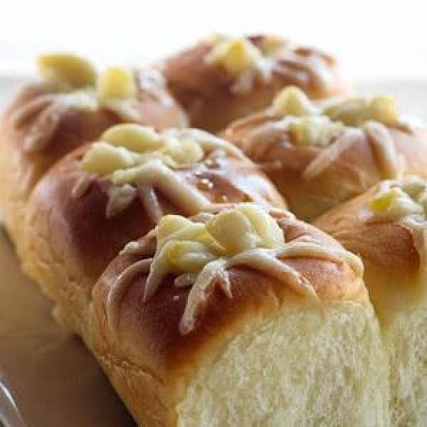 Cheesy Garlic Rolls Recipe