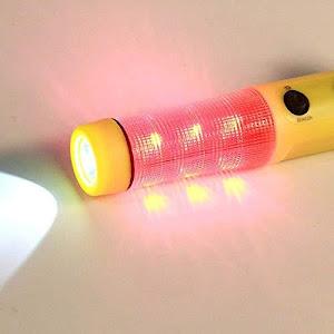 Ciocan de urgenta pentru geam cu lanterna si cutter