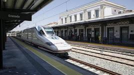 El tren llegó a Granada con un retraso de 30 minutos.