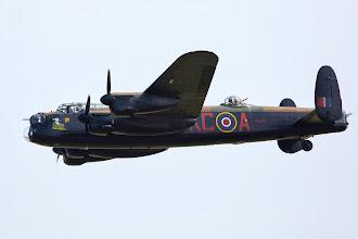 Photo: Lancaster má na nose nový emblém. Éro v Duxfordu nesedalo, takže to nemám z blízka.