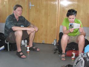 Photo: Po opuszczeniu przedziału przez współtowarzyszy podróży pogrążamy się w prasie i medytacji.
