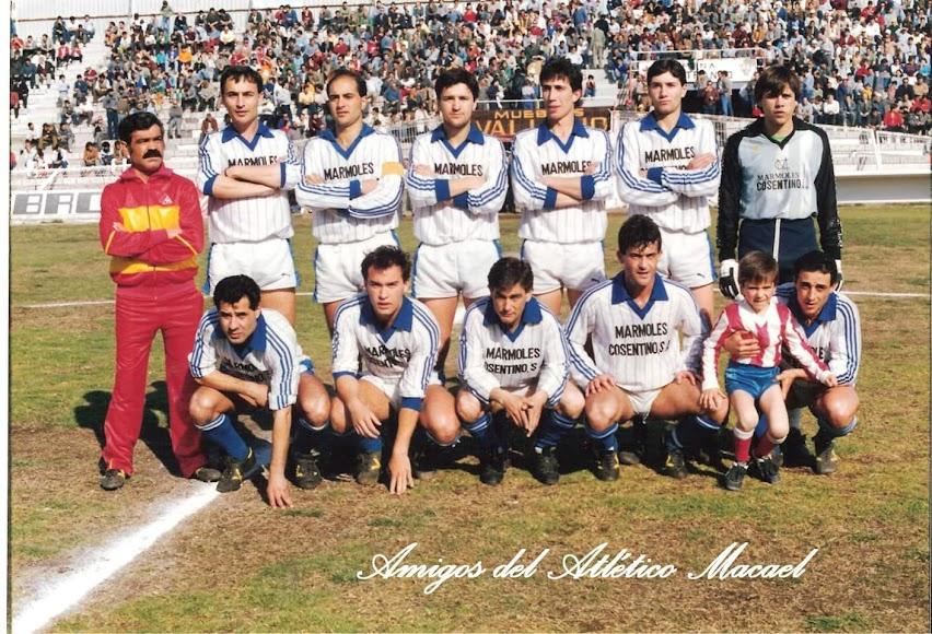 Vestido de blanco en un Poli Almerí- Atlético Macael de los ochenta.