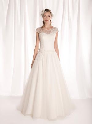 Robe de mariée princesse Flora, col bateau, avec petites manches courtes, en tulle, dentelle fine et appliques de dentelle, laçage dans le dos, élégante et sobre