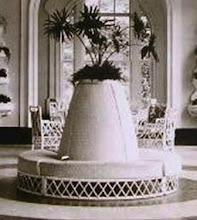 Photo: Mobiliário da varanda do Palácio Quitandinha. Foto de Frank Scherschel
