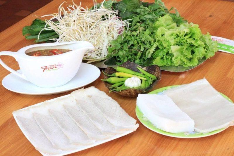 Bánh tráng cuốn thịt heo Đà Nẵng - một trong những đặc sản phải thử