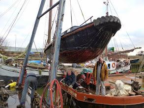 Photo: Argo uit het water en op het ponton 30-12-'14 Foto: R. Labohm