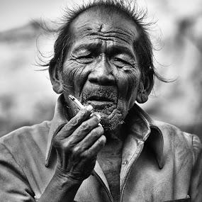Last Cigarettes by Handi Laksono - People Portraits of Men ( black and white, street, people, portrait )