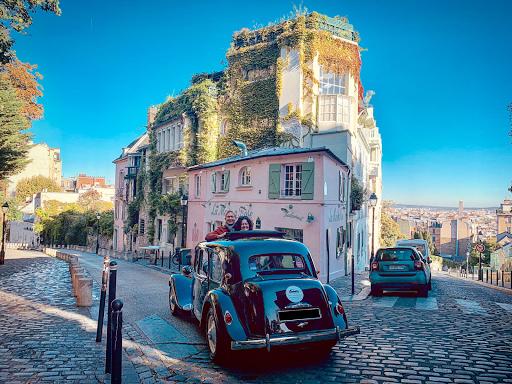 ballade en voiture ancienne Citroën, tour avec guide dans Paris monuments