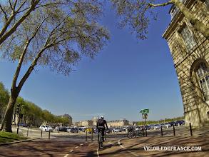 Photo: La Place d'Armes et le Château de Versailles - e-guide balade à vélo dans Versailles et son parc par veloiledefrance.com
