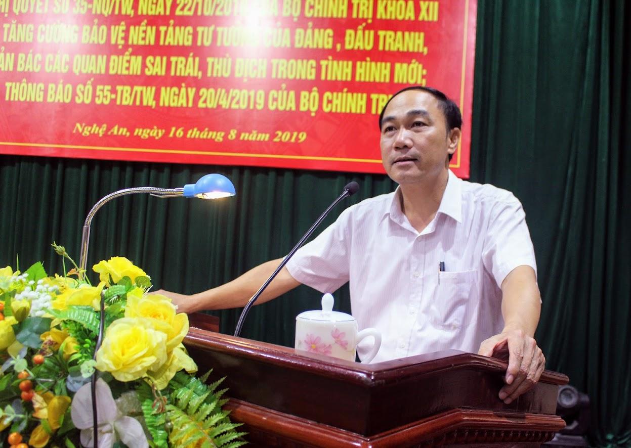 Đồng chí Trần Quốc Khánh, Phó trưởng ban Tuyên giáo Tỉnh ủy quán triệt Hội nghị.
