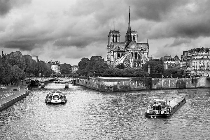 Bateaux parisiens. di Paolo Zanoni