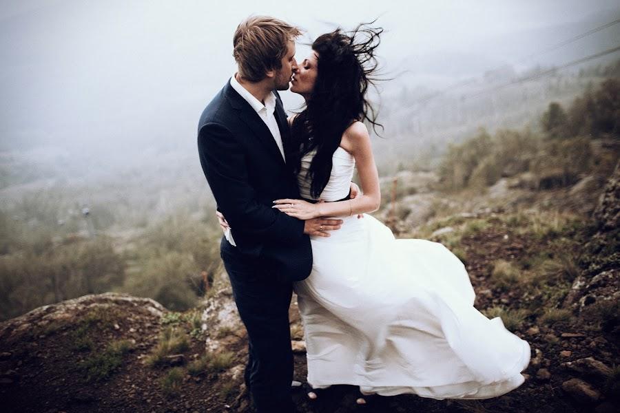 Wedding photographer Vasiliy Tikhomirov (BoraBora). Photo of 12.03.2014