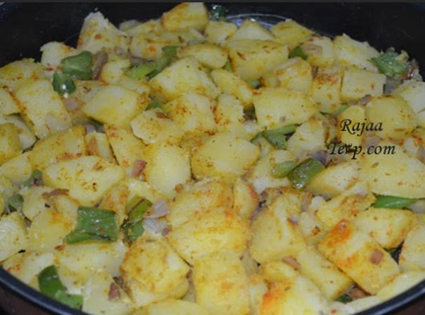 In a suitable pan fry the onion in the oil for a minute ,...