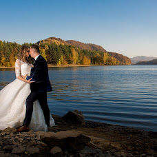 Wedding photographer Liviu Bratosin (liviustudiopro). Photo of 25.10.2017