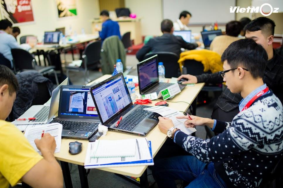 Học viên đăng ký mở thẻ VISA tại trung tâm