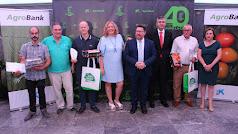 El consejero de Agricultura, Sánchez Haro, acompaña a los premiados y directivos de La Caña en la IV Convención Anual de la empresa.