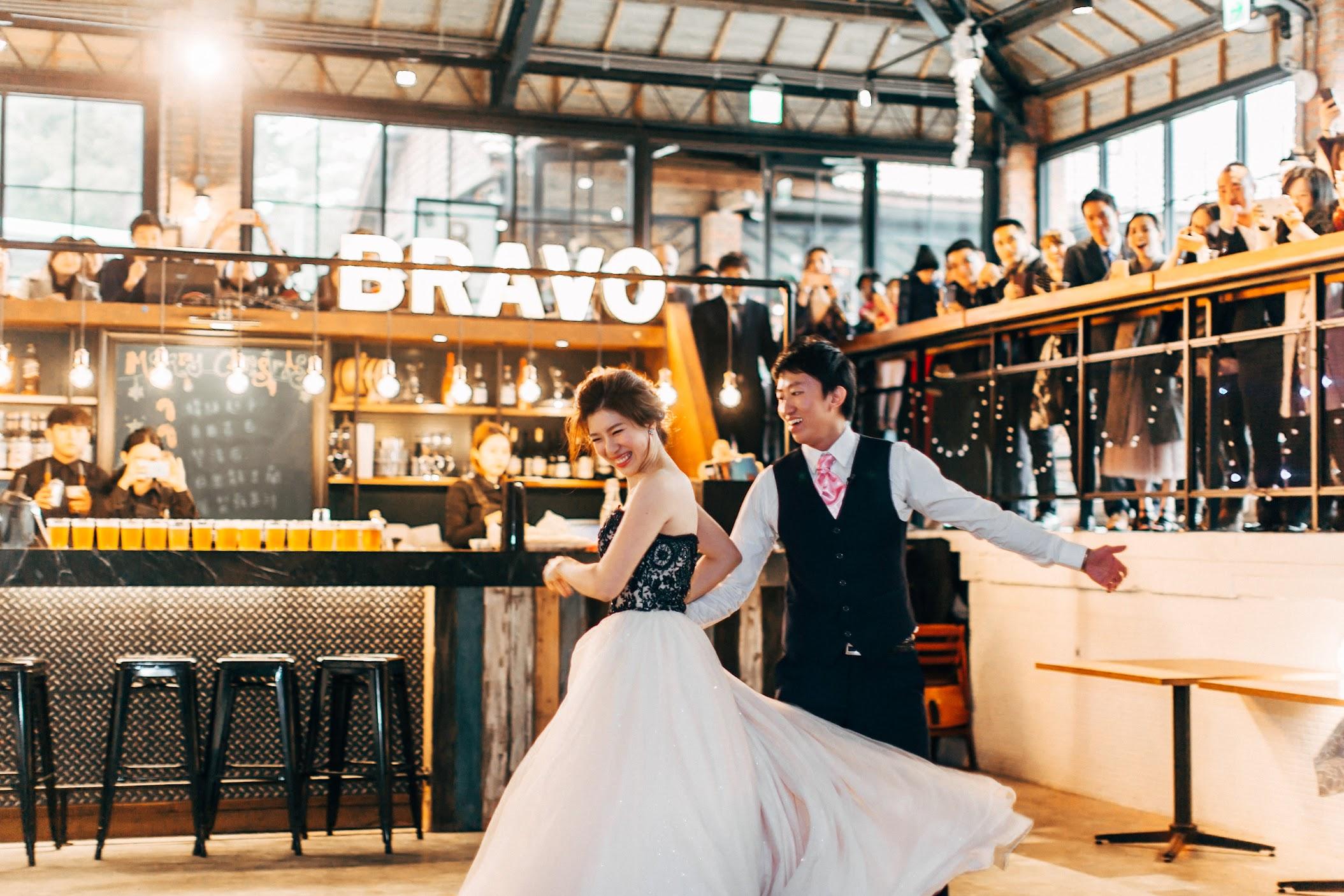 在 台北陽明山 的 美軍俱樂部婚禮 場地舉行陽光正好的戶外婚禮 , 是每位新娘夢寐以求的西式婚禮樣式!