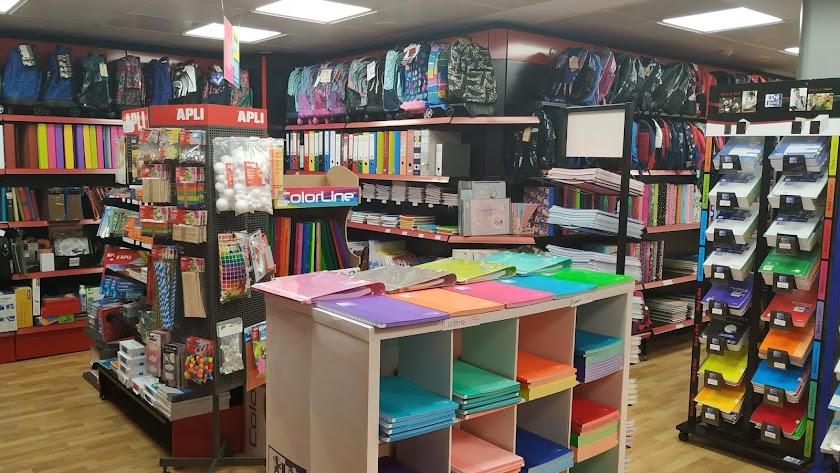 Carlin ofrece material escolar y selección de productos de limpieza e higiene.