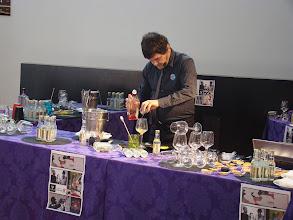 Photo: Chefe Jorge Guilherme na preparação da bebida servida