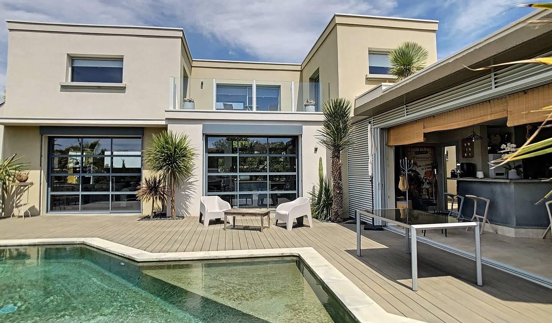 Villa avec piscine et jardin Pezenas