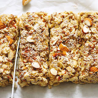 No-Bake Chewy Granola Bars With Almonds, Flax and Chia Seeds.
